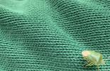 grüner Käfer auf grünem Pullover