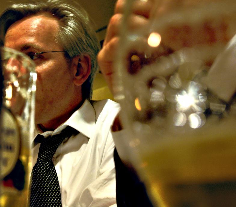 Manager beim Bier