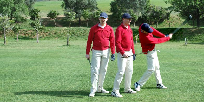 Mann beim Golf