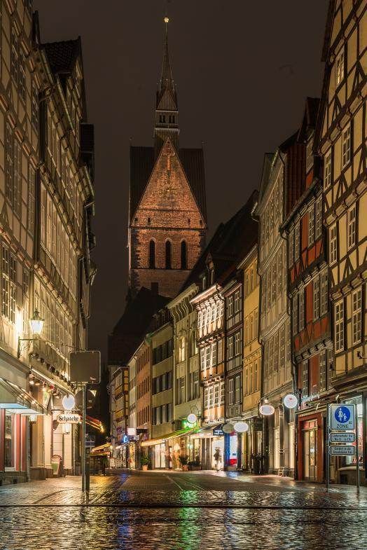 Nächtlicher Blick durch die Knochenhauer Strasse in Richtung Marktkirche