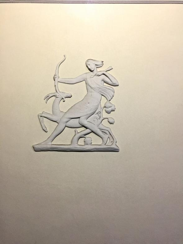 Die Göttin Diana als Wandrelief