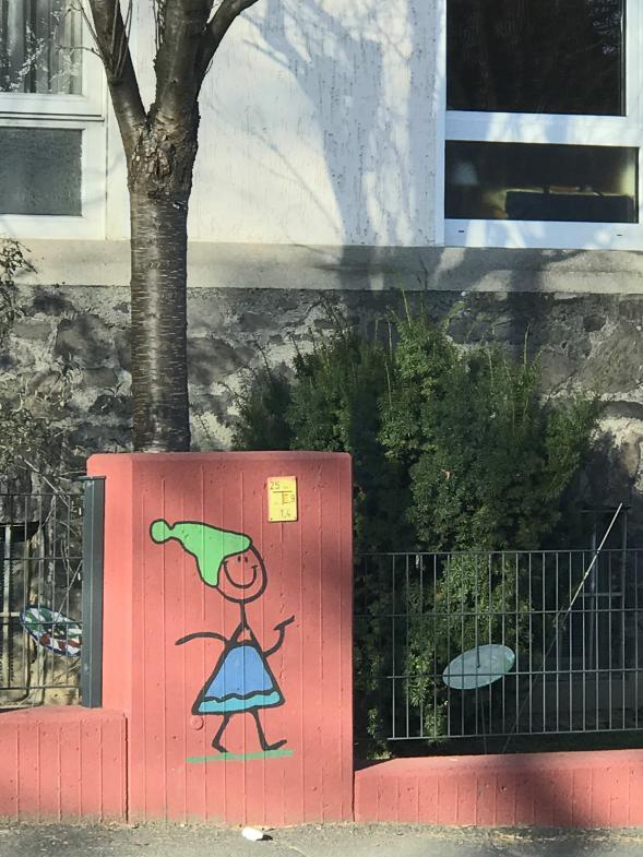 Gartenmauer des Kindergartens