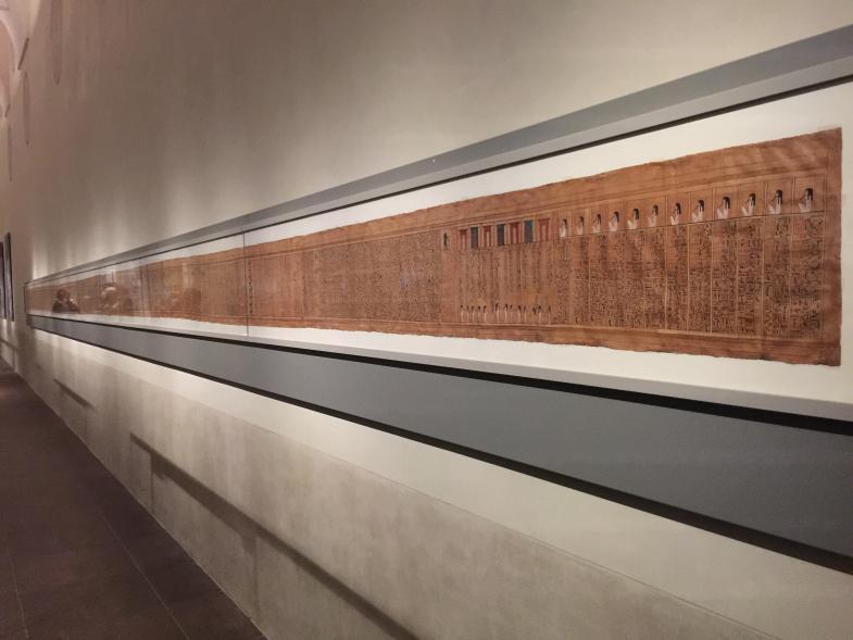 18m lange Pergamentrolle, mit Hyroglyphen eng beschrieben