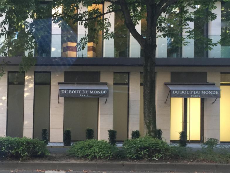 "Schild des Geschäftes ""Du Bout Du Monde"""