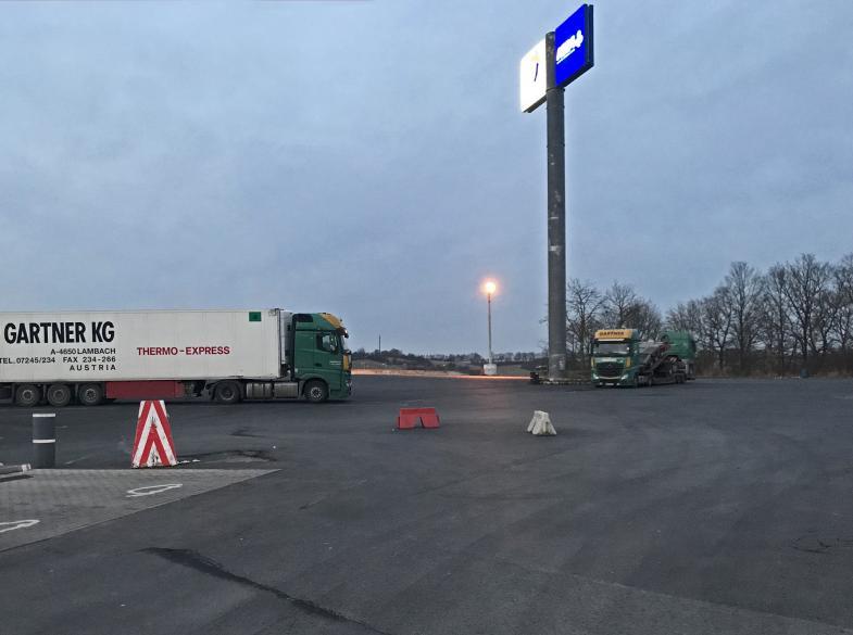 Autohof Parkplatz 2