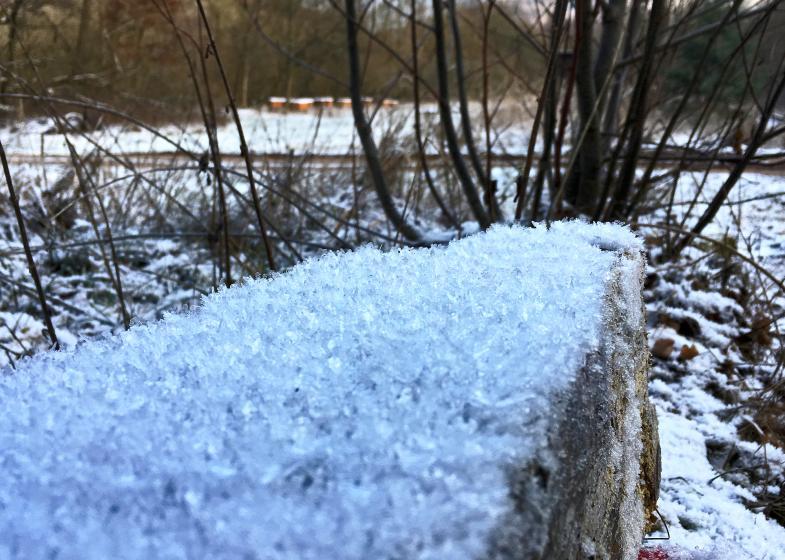 Schnee wie Kristallpulver
