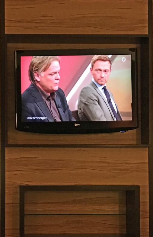 Hotel-TV in Holzverkleidung