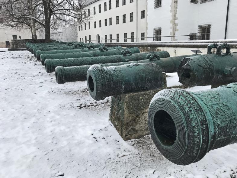 Kanonen im Schlosshof von Ingolstadt