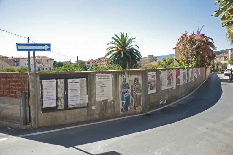 Ein Bauzahn mit künstlerischen Verzierungen in Italien