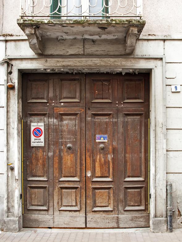 Eine Haustür in Alessandria