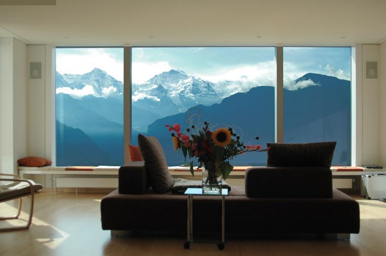 Panoramafenster mit Blick auf die Berge