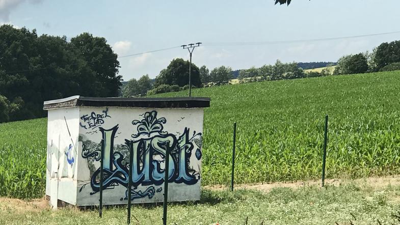 Transformatorhäuschen mit Graffiti