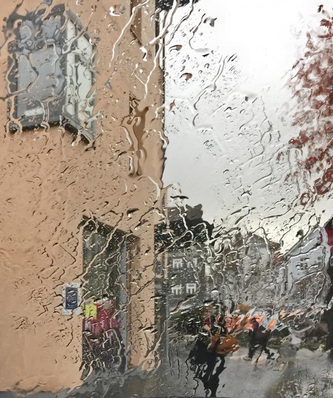 heftiger Regen auf der Frontscheibe
