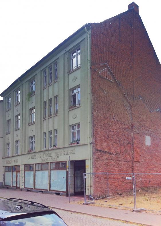 """Fassade mit der Aufschrift """"Deutsche Wohnungskunst"""" in Eisenach"""