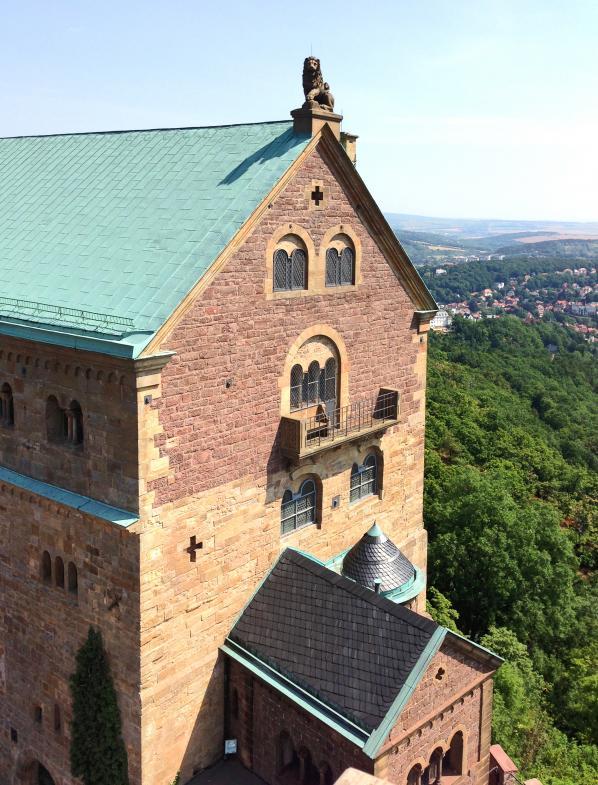 """Ein """"überraschender Balkon"""" mitten an einer Wand auf der Wartburg"""